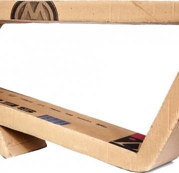 Mesa lateral criada com material descartado Foto: Oséias Barbosa