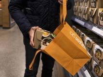 Sem carrinhos ou cestas do mercado, itens são considerados 'comprados' quando são colocados na sacola do consumidor