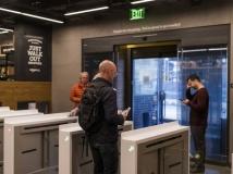 Repórter do NYT tenta 'furtar' pacote de refrigerante da loja da Amazon, mas acaba sendo cobrado pela empresa minutos depois
