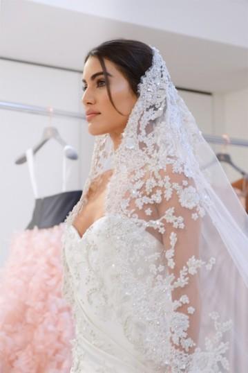 Camila trabalhou em parceria com os estilistas da marca Tamara Ralph e Michael Russo na criação do look - curtiu?