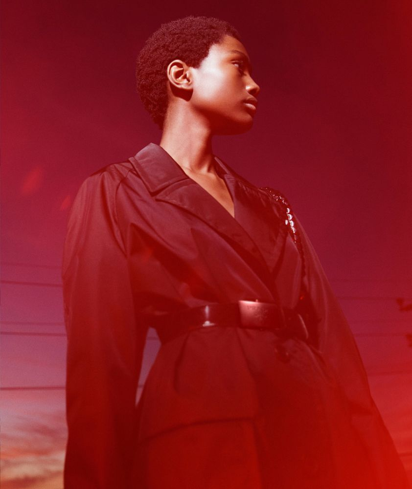 3_prada-womenswear-ss18-advertising-campaign_black-nylon_0274d9c2f8f8b50d8c06d5ea9fdce99c8f_thumb