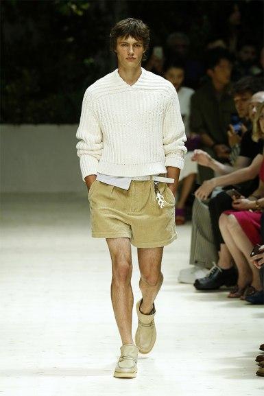 Na Salvatore Ferragamo o short é de veludo - você encara?