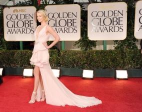 Charlize Theron vestiu um Dior Couture em 2012