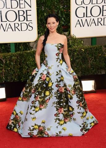 Lucy Liu surgiu com um floral da Carolina Herrera em 2013