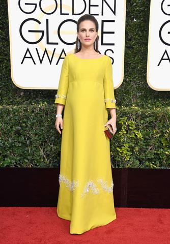 Natalie Portman apostou em um longo da Prada em 2017
