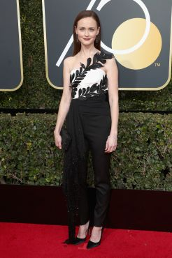 BEVERLY HILLS, CA - JANUARY 07: Alexis Bledel attends The 75th Annual Golden Globe Awards at The Beverly Hilton Hotel on January 7, 2018 in Beverly Hills, California. (Photo by Frederick M. Brown/Getty Images)
