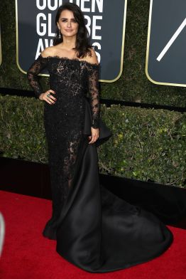 BEVERLY HILLS, CA - JANUARY 07: Penelope Cruz attends The 75th Annual Golden Globe Awards at The Beverly Hilton Hotel on January 7, 2018 in Beverly Hills, California. (Photo by Frederick M. Brown/Getty Images)