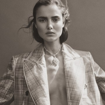 Harpers-Bazaar-Turkey-January-2018-Blanca-Padilla-Tom-Schirmacher-2