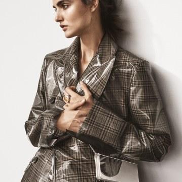 Harpers-Bazaar-Turkey-January-2018-Blanca-Padilla-Tom-Schirmacher-8