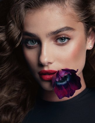 Vogue-Spain-January-2018-Taylor-Hill-Bjorn-Iooss-4