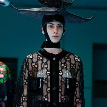 Chapéu oriental mostra que as inspirações de Alessandro Michele vieram de todos os cantos do mundo Foto: REUTERS/Tony Gentile