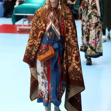 Mix de estampas também é um elemento constante nas passarelas da Gucci Foto: EFE/ Matteo Bazzi