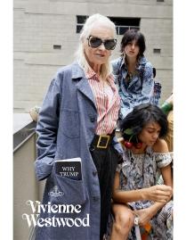 """E a própria Vivienne! A estilista posa com o livro """"Why Trump Deserves Trust, Respect and Admiration"""". Provocativa?"""