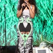 Para premiações e shows, ela trabalha com a stylist Dianne Garcia, que cuida também de Kendrick Lamar