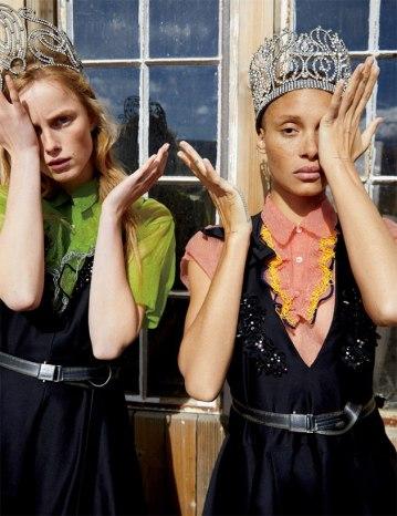O próprio Luca Guadagnino tirou as fotos das modelos Rianne van Rompaey e Adwoa Aboah
