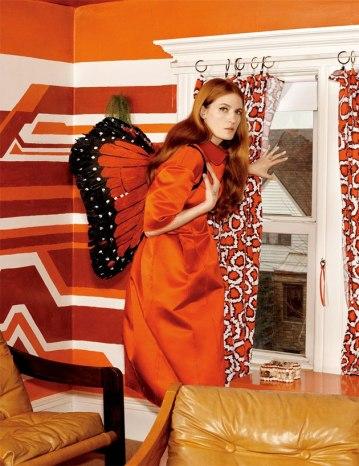"""Tina Barney fotografou a cantora Florence Welch em """"The Domestic Kingdom"""", uma fantasia sobre uma dona de casa que não consegue sair na rua"""