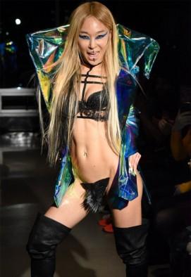 E a marca já vestiu Lady Gaga e Björk!