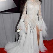 O look fada do Grammy é Atelier Versace