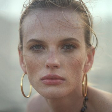 Harpers-Bazaar-Chile-Summer-2018-Anne-Vyalitsyna-Pedro-Quintana-4
