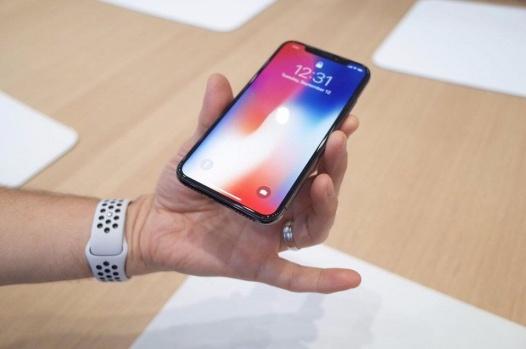 iPhone X pode ganhar versão maior em 2018