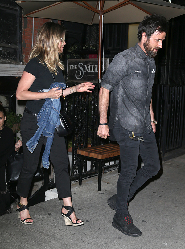 jennifer-aniston-and-justin-theroux-divorcing-after-brad-pitt-angelina-jolie-announce-split-ftr.jpg