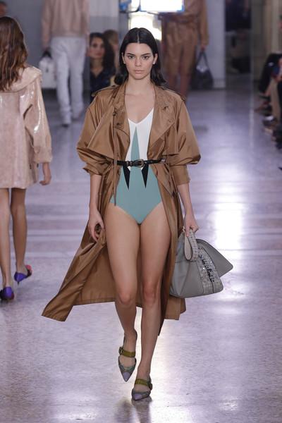 Kendall+Jenner+Bottega+Veneta+Runway+Milan+nOu2B2xhe3Fl.jpg