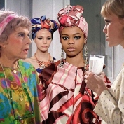 """Looks do desfile do estiliat Marc Jacobs invadem o filme """"O Beb de Rosemary"""""""