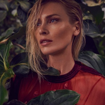 Valentino-Spring-Summer-2018-Daniela-Pestova-by-Andreas-Ortner-1