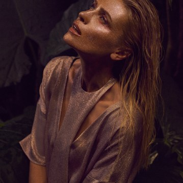 Valentino-Spring-Summer-2018-Daniela-Pestova-by-Andreas-Ortner-11