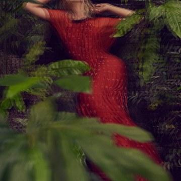 Valentino-Spring-Summer-2018-Daniela-Pestova-by-Andreas-Ortner-2