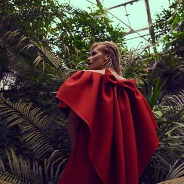Valentino-Spring-Summer-2018-Daniela-Pestova-by-Andreas-Ortner-6