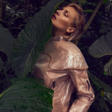 Valentino-Spring-Summer-2018-Daniela-Pestova-by-Andreas-Ortner-7