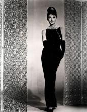 """E em """"Bonequinha de Luxo"""", a reinvenção do pretinho básico da Chanel: virou uma das imagens mais icônicas do cinema e da moda"""