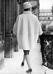 Ele lançou alguns looks arquitetônicos a exemplo de seu grande amigo Cristóbal Balenciaga, como o casaco balão...