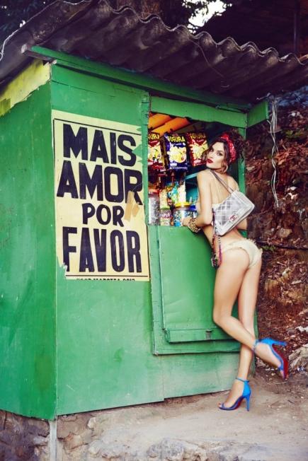 Alessandra Ambrósio, no Rio de Janeiro, em foto de 2014 Foto: Ellen von Unwerth/ Galeria Mario Cohen/ Divulgação