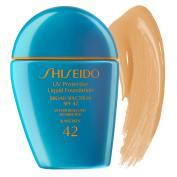 Base UV Protection Com FPS 42, esta base da Shiseido protege a pele der agressores externos e raios UVA e UVB e promete retardar a formação de rugas. O produto também é resistente a água e ao suor. Base UV Protection Liquid Foundation, Shiseido, R$ 329 na Sephora Foto: Imagem cedida pela Sephora