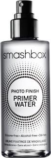 """Bruma finalizadora Primer líquido que hidrata e equilibra o brilho. Contém eletrólitos energizantes que """"acordam"""" a pele. Photo Finish Primer Water, Smashbox, R$179"""