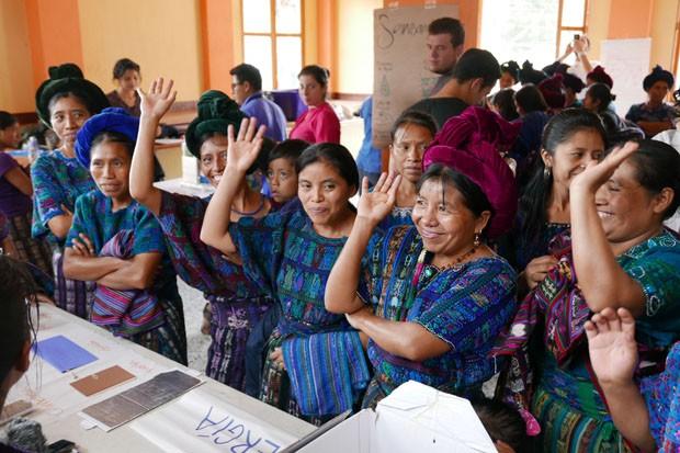 guatemala_women_participating