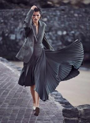 Harpers-Bazaar-Germany-April-2018-by-Julia-van-Os-by-Marcin-Tyszka-2