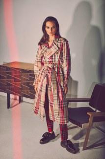 Vogue-Arabia-March-2018-Lily-Stewart-Guy-Aroch-11