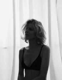 Vogue-Poland-April-2018-Eva-Herzigova-Chris-Colls-12