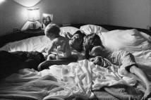 JAMES, PAUL E STELLA NO SUL DA FRANÇA, EM 1978 James (com um ano), Paul e Stella (com 7 anos) no sul da França, em 1978 Foto: Linda McCartney