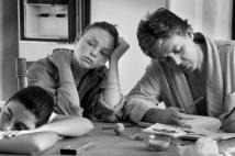AS FILHAS MARY E STELLA COM PAUL NO ARIZONA, EM 1988 As filhas Mary (fotógrafa como a mãe, Linda) e Stella (hoje, uma consagrada estilista) com Paul no Arizona, nos Estados Unidos, em 1988 Foto: Linda McCartney