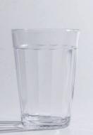 O copo Americano 190 ml Nadir Figueiredo (R$ 1,60) é tão clássico que há mais de 70 anos não sai de moda e virou referência de medida para receitas. Foto: Foto: Zeca Wittner