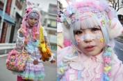 Olha aí uma decora girl típica - adesivos no rosto já eram moda no Japão faz uns anos