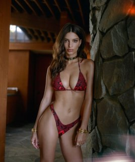 Emily-Ratajkowski-Swim-Collection-11