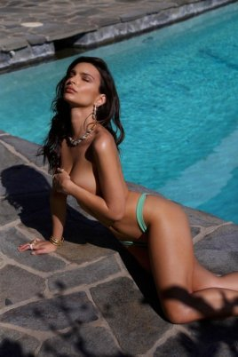 Emily-Ratajkowski-Swim-Collection-15 (1)