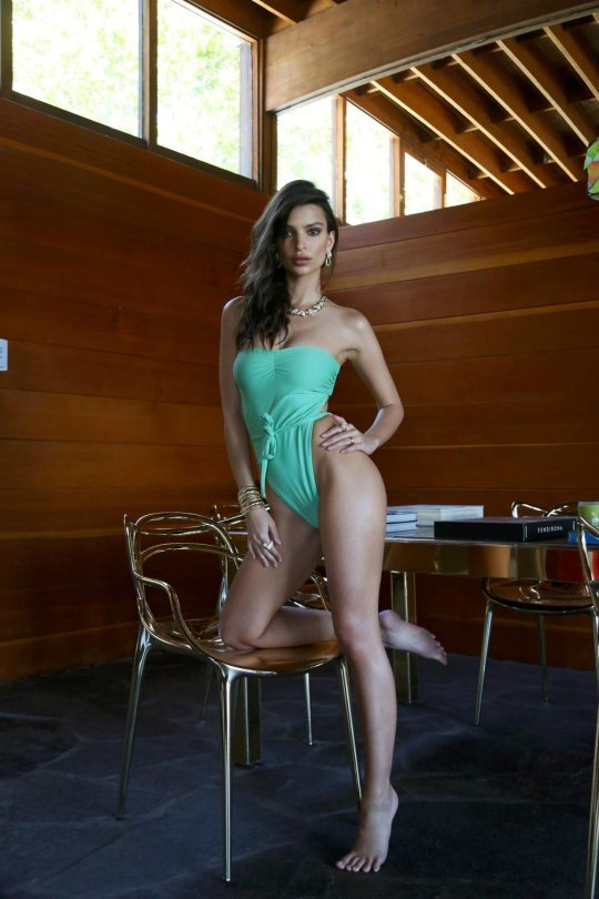 Emily-Ratajkowski-Swim-Collection-5