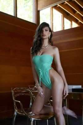 Emily-Ratajkowski-Swim-Collection-6