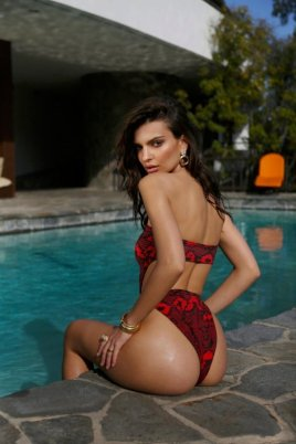 Emily-Ratajkowski-Swim-Collection-9